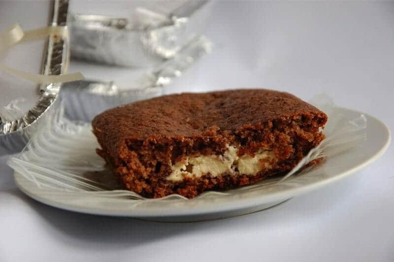 Muffins de chocolate recheados de cream cheese e Bailey's