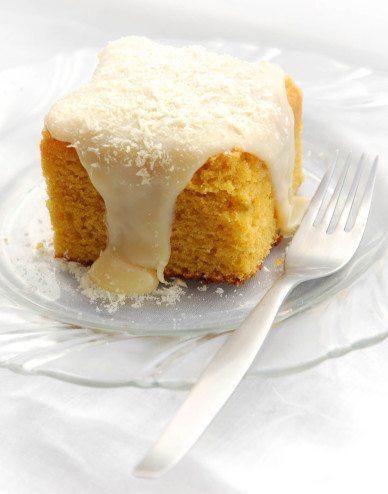bolo de cenoura com cobertura de brigadeiro branco