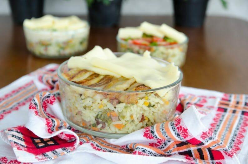 arroz com legumes e banana da terra