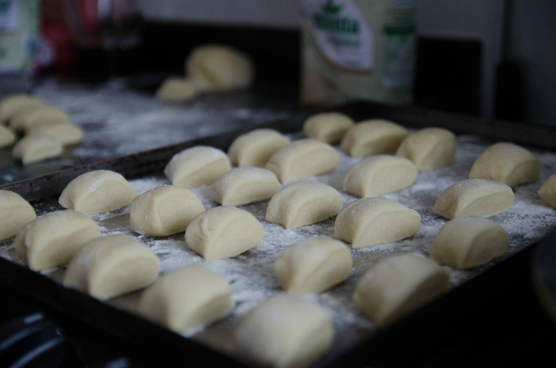 Pãozinho tipo bisnaguinha feito com leite em pó para congelar