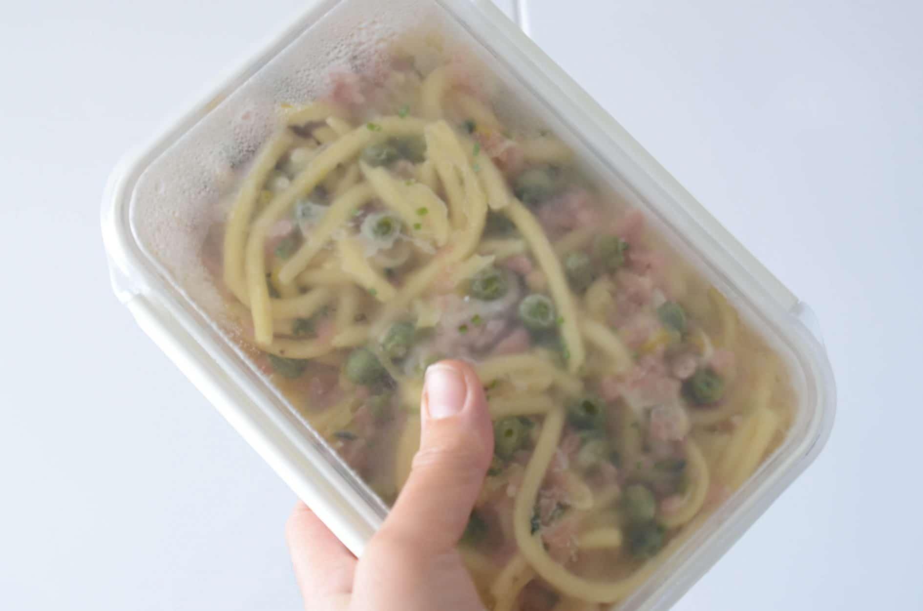 receita de macarrao congelado fácil com molho branco e ervilhas