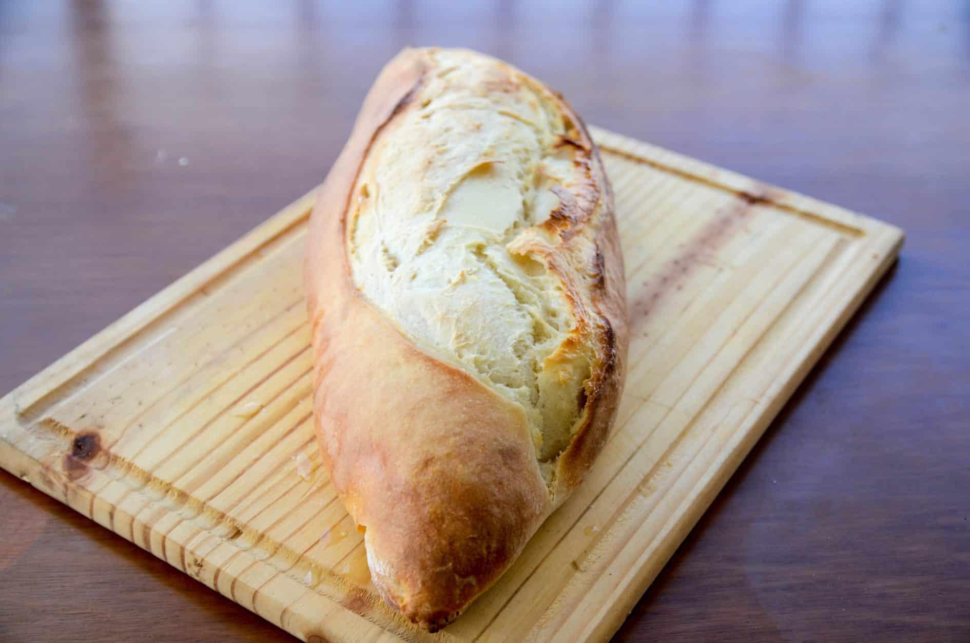 receita de pão de iogurte natural e mel feito com fermentação prolongada. Pão macio com casquinha crocante