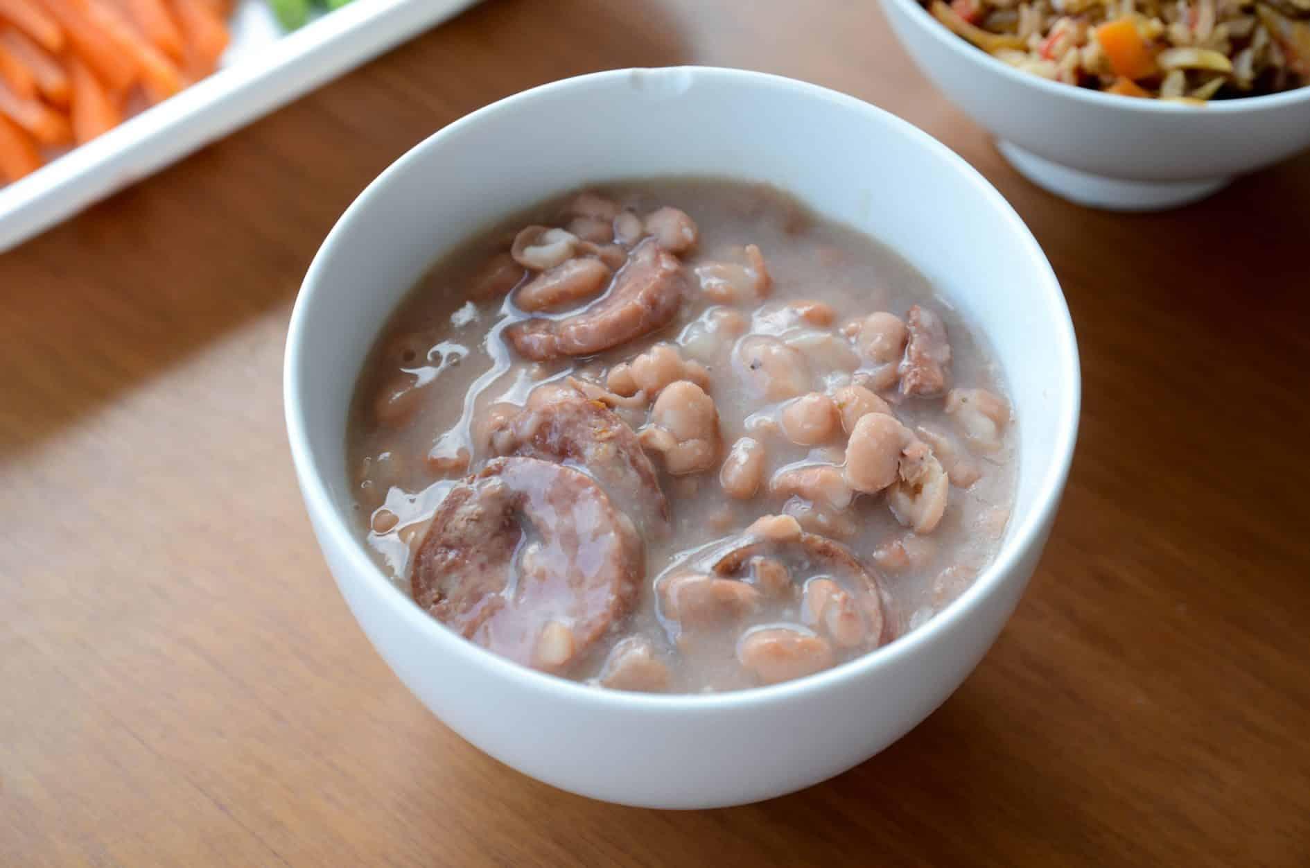Feijão gordo – feijão carioca com linguiças  e bacon