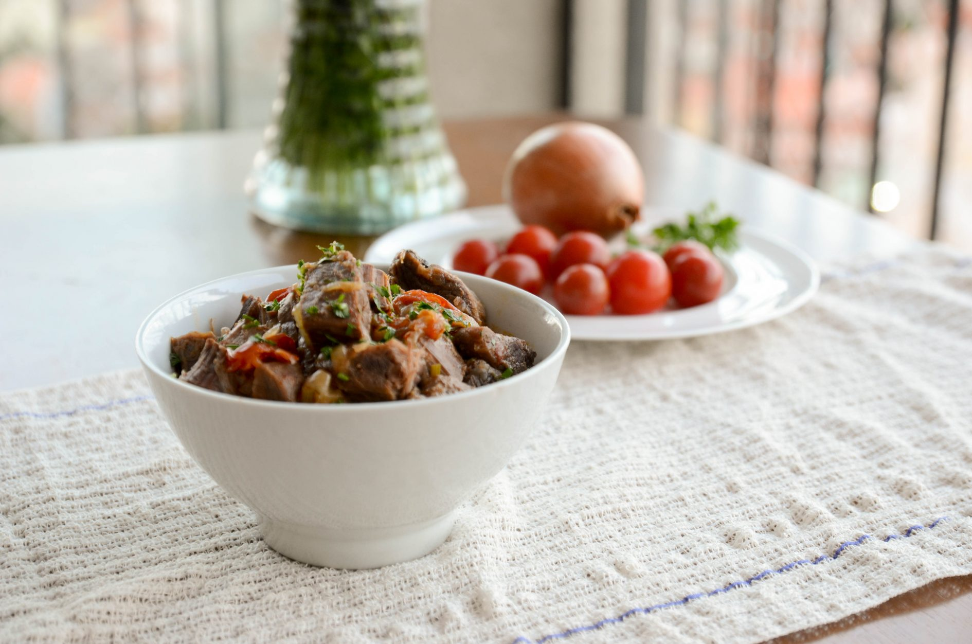 receita de picadinho de carne na pressão com cebola e tomates