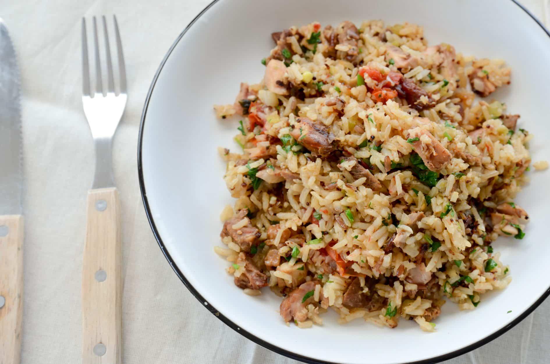 receita de arroz de carreteiro, feito com arroz integral, sobras de churrasco e feito na panela elétrica!