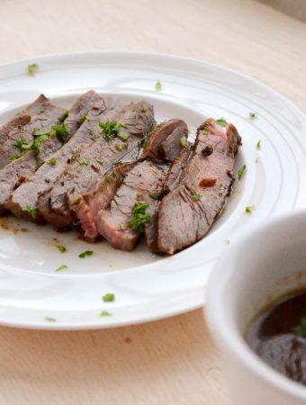 Receita de bife do vazio, marinado no vinho tinto e especiarias, receita perfeita para congelar e levar na marmita!