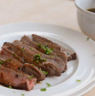 receita de bife do vazio com especiarias - carne marinada com erva doce, semente de coentro e vinho tinto