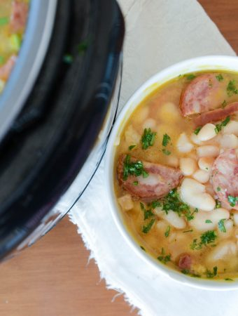Receita de feijão branco com bacon e linguiça paio, caldo cremoso, receita descomplicada e que congela muito bem!