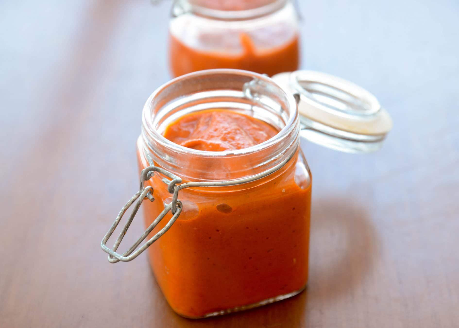 Receita de molho de pimenta biquinho em conserva. Sabor suave e delicioso, receita fácil de fazer! Faça seu próprio molho de pimenta!