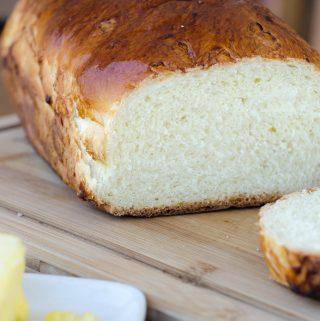 Receita de pão petrópolis (pão de forma super macio e massa rica com ovos, leite e manteiga)