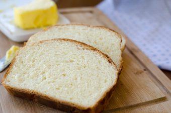 Receita de pão petrópolis, pão de forma enriquecido com ovos, leite e manteiga, com uma casquinha super dourada!