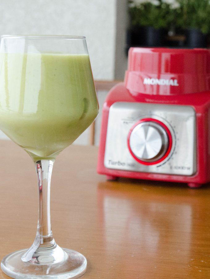 Smoothie de abacaxi e avocado – bebida refrescante!