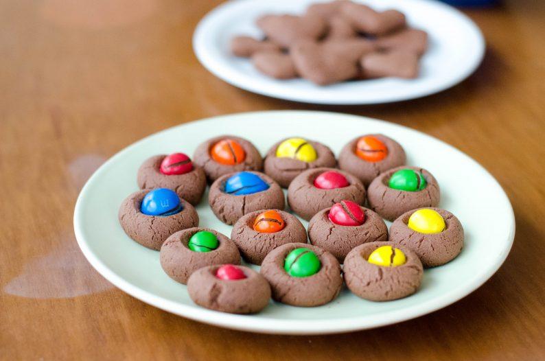 Receita de biscoitinho de maizena e chocolate com MMs