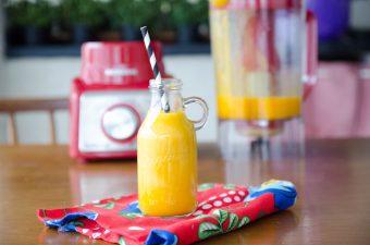 Receita de suco de manga cremoso. Suco misto de manga, banana, maça, limão e laranja