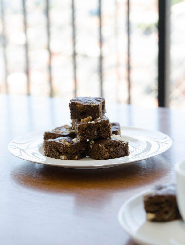 receita fácil de brownie de chocolate duplo com nozes