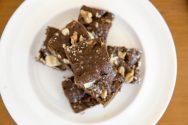 receita de brownie de chocolate duplo (e duas ideias de presentes caseiros)