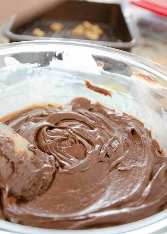 receita fácil de fudge de chocolate e nozes