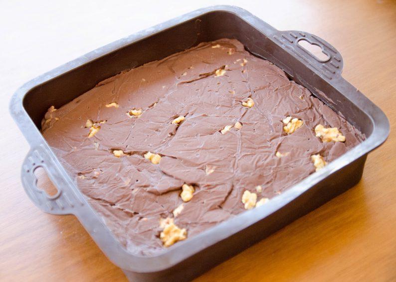 receita de fudge de chocolate e nozes fácil de microondas