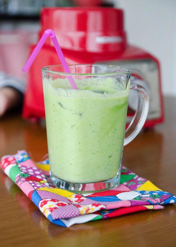 smoothie verde de abacaxi e hortelã