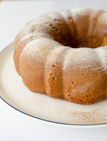 Receita fácil de bolo de banana de liquidificador, aproveitamento de bananas maduras