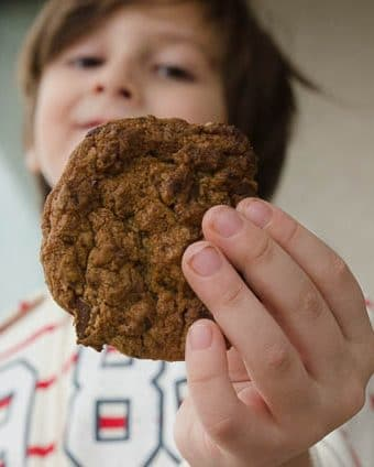 receita fácil de cookie com gotas de chocolate - lanche para congelar
