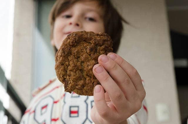 receita fácil de cookie com gotas de chocolate