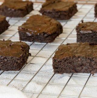 Brownie de chocolate e abacate - sem farinha e sem leite