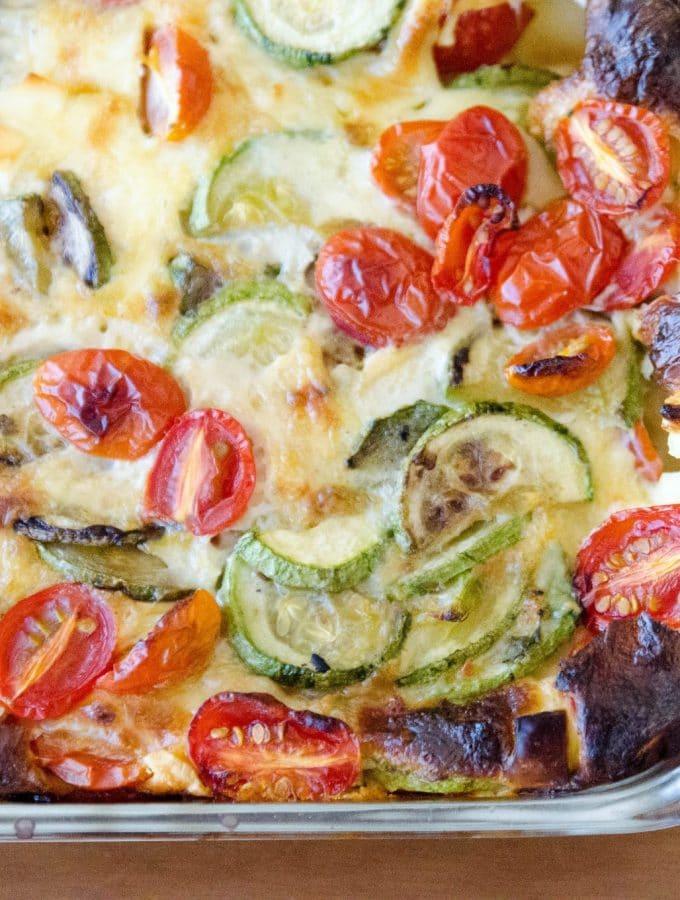 Torta de abobrinha, tomate e queijo