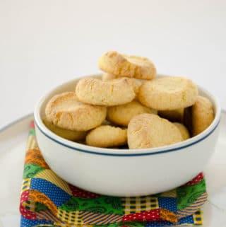 biscoitos de fubá e coco - receita fácil e econômica