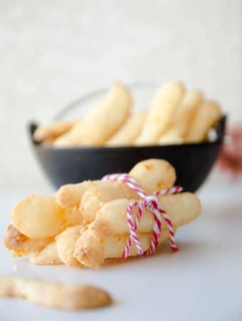 Biscoitos de queijo parmesão e polvilho