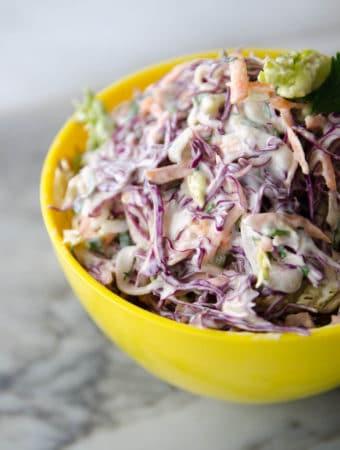 receita de coleslaw - salada crocante de repolho e cenoura com molho de maionese