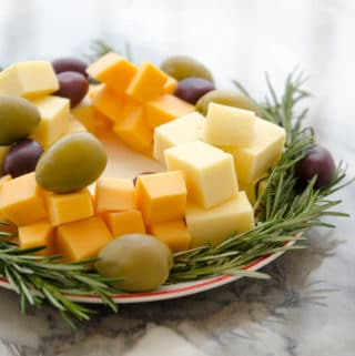 guirlanda de queijo, alecrim e azeitonas - entradas de natal