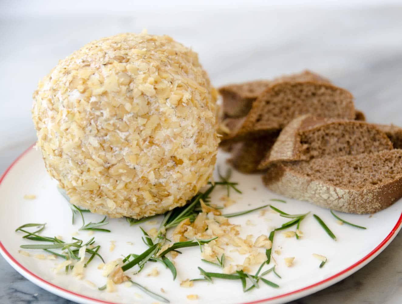 receita de esfera de queijo cremoso coberto de nozes
