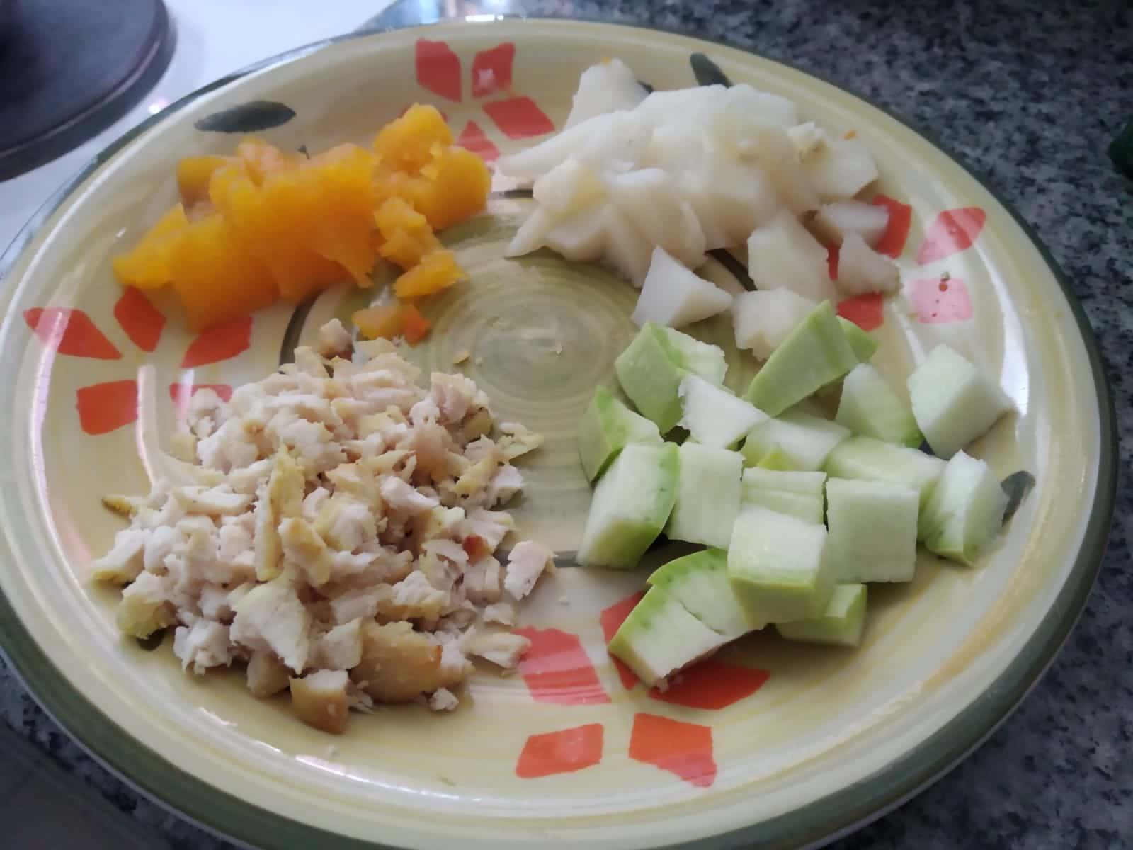 ingredientes para a papinha de abobrinha, batata, cenoura e frango