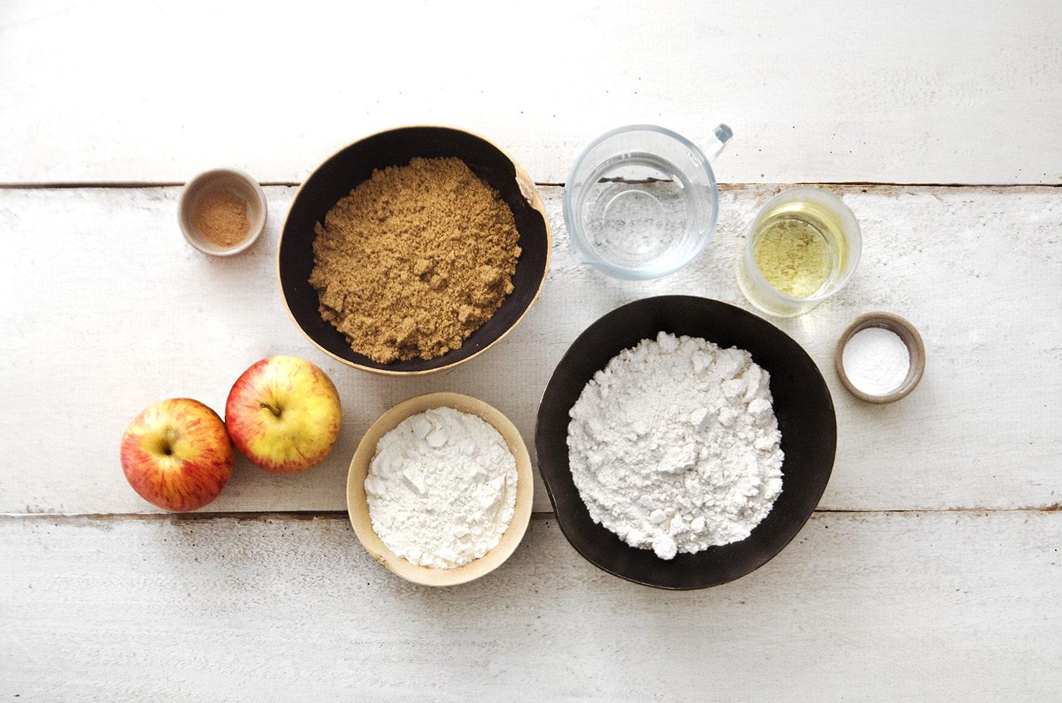 ingredientes para bolo de maçã com aveia