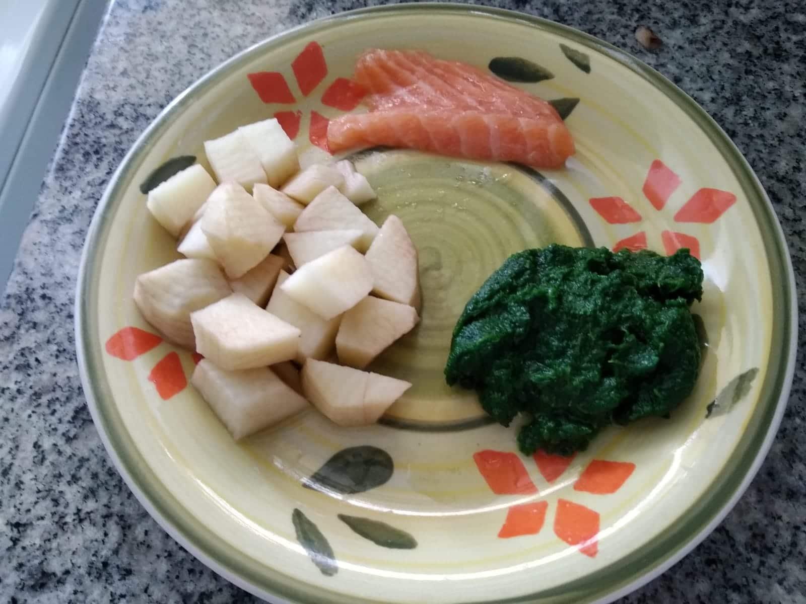 ingredientes para papinha de salmão, espinafre e batata