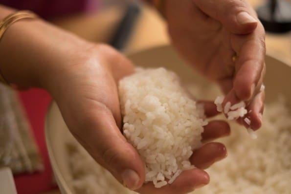 moldando o arroz