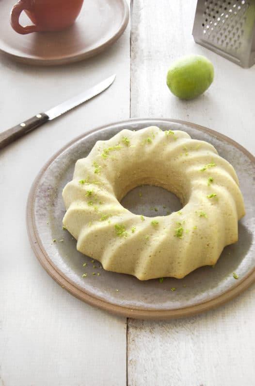 Bolo de limão vegano em bolos de festa junina