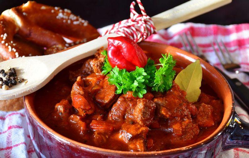 Goulash de carne vermelha