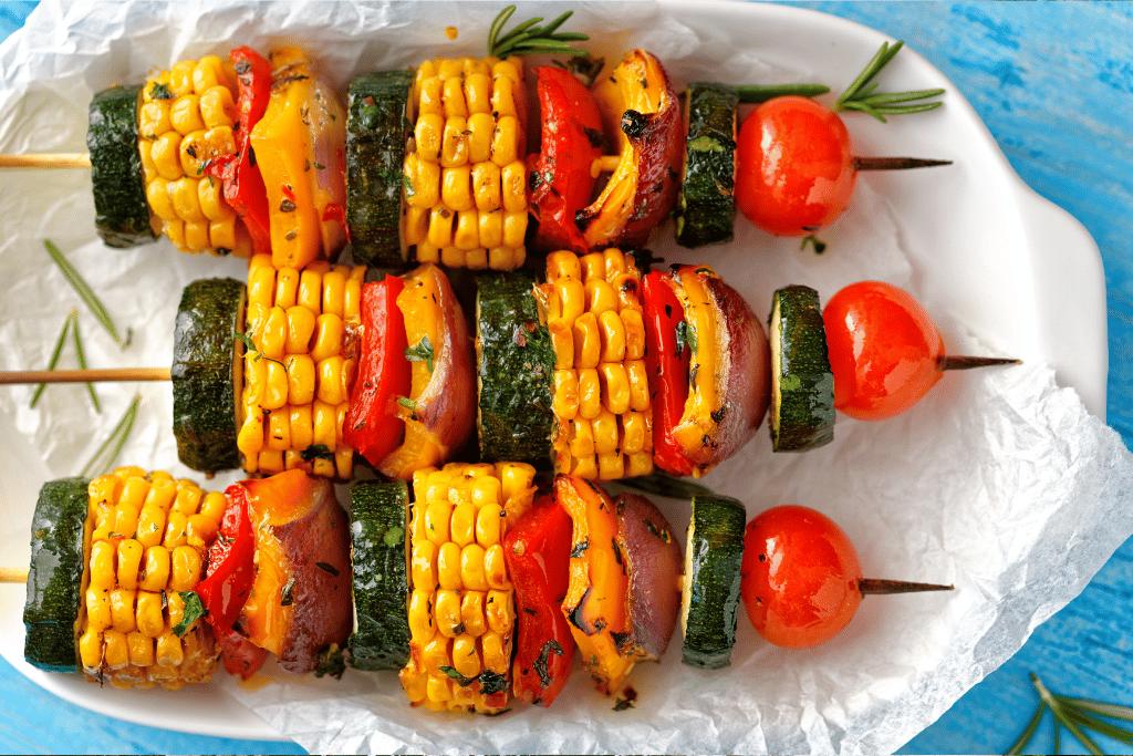 Receita de espetinho vegetariano para fazer no verão