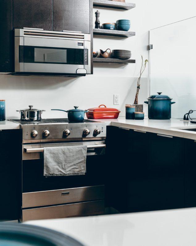 como limpar e organizar o fogão na cozinha