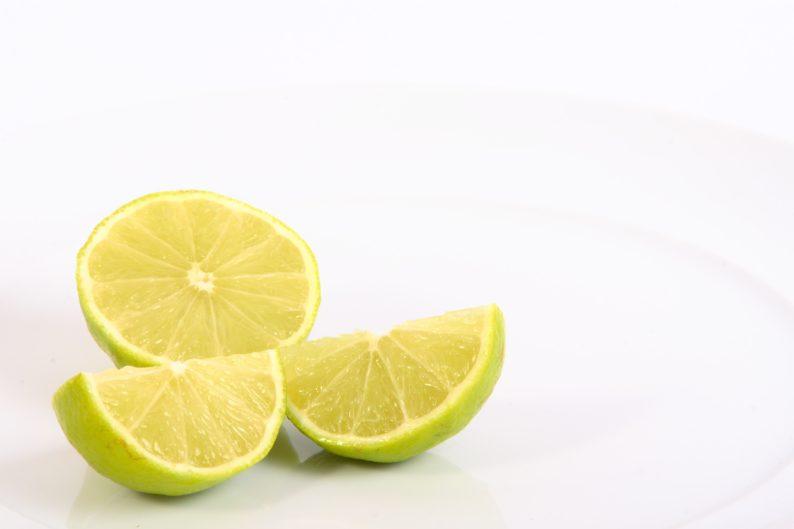 limão para limpar a cozinha