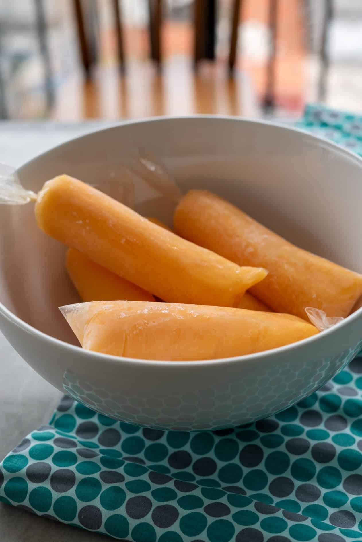geladinho de laranja, cenoura, maçã e iogurte