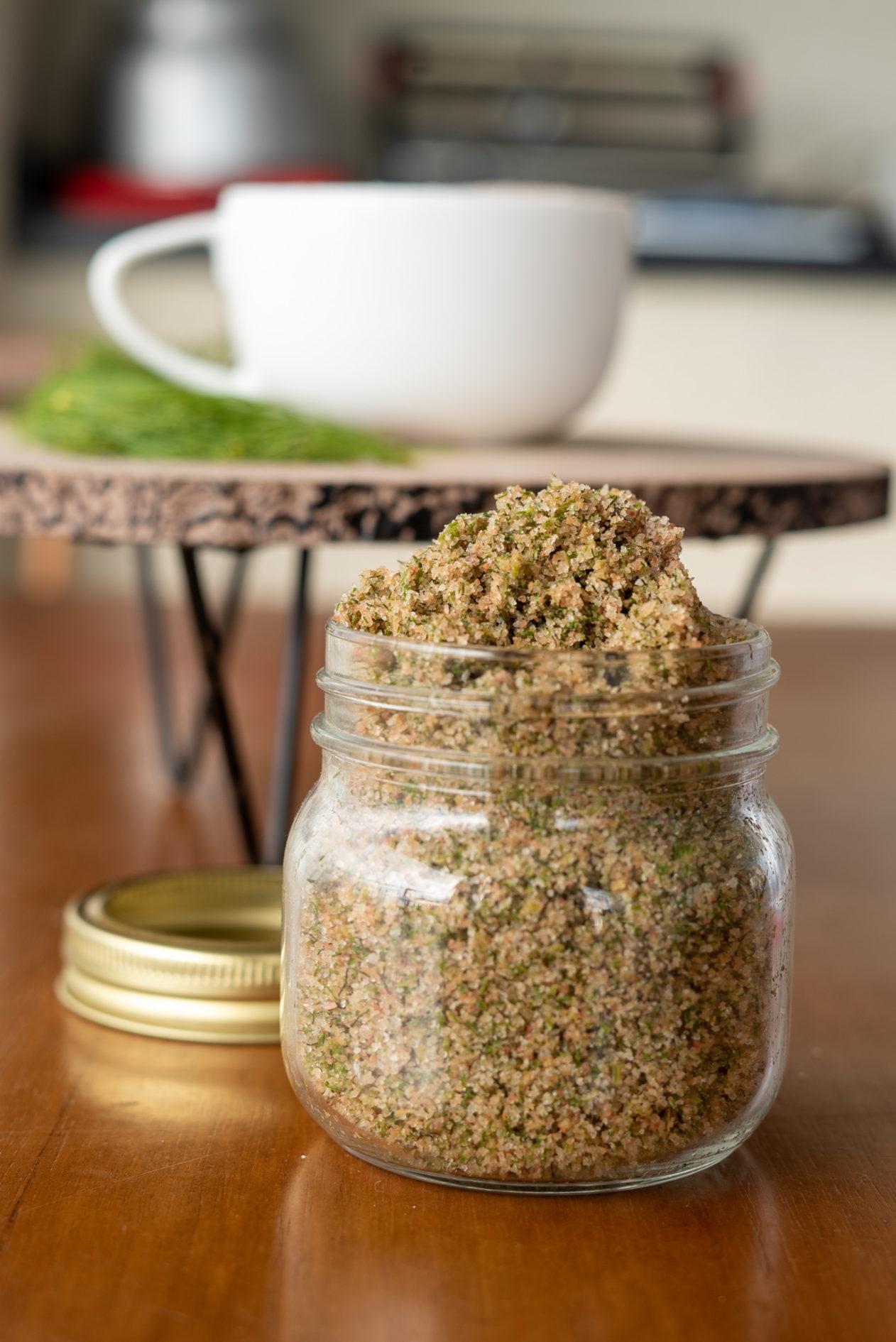 Faça para congelar - sal de ervas para congelar e ter sempre tempero de ervas frescas.