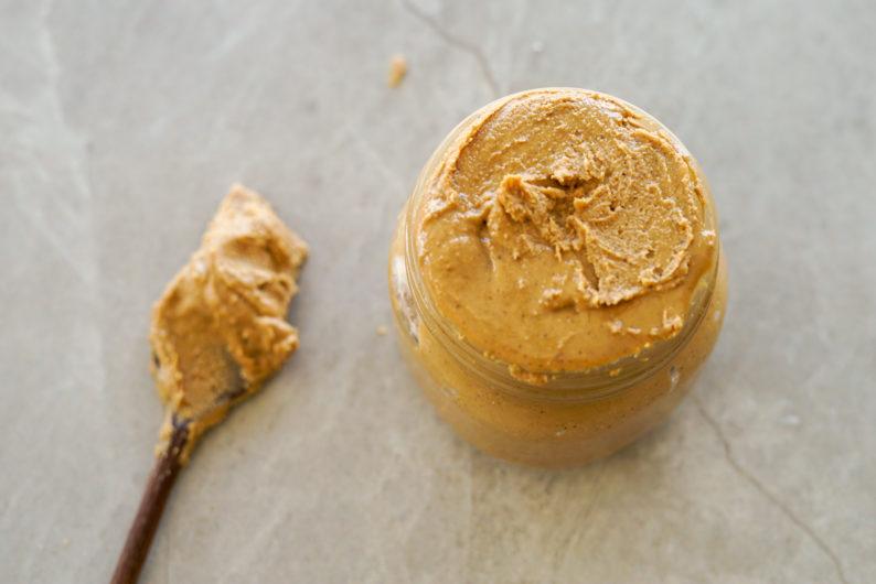 como fazer manteiga de castanhas caseira