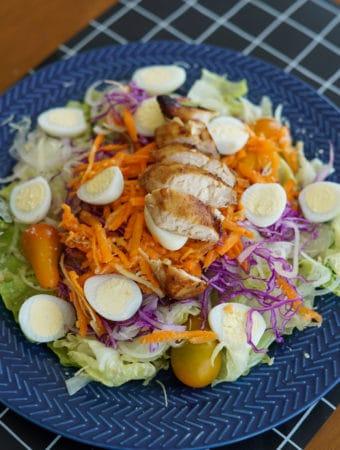 jantar fit e rapido - salada no pote com grelhado