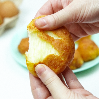 Bolinha de queijo sem glúten e frita na airfryer
