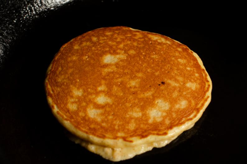 Pão de frigideira com aveia e requeijão