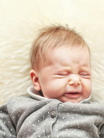 Seu bebê acorda chorando à noite pedindo a chupeta?