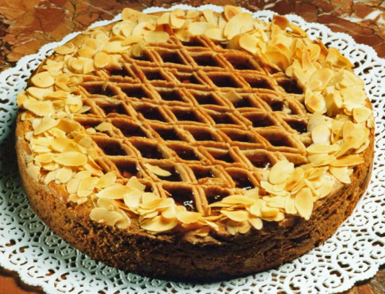 Torta de frango low carb pode ser salgada, mas as doces, como a Linzer Torte, fazem o maior sucesso também.